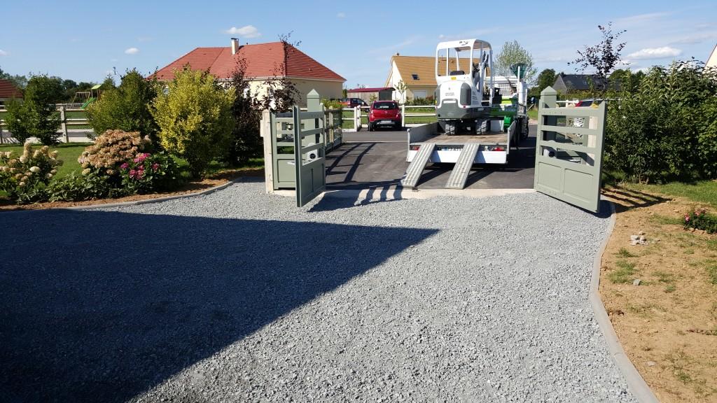 installation d'un portail , pose de bordure P1, mise en oeuvre d'un parking