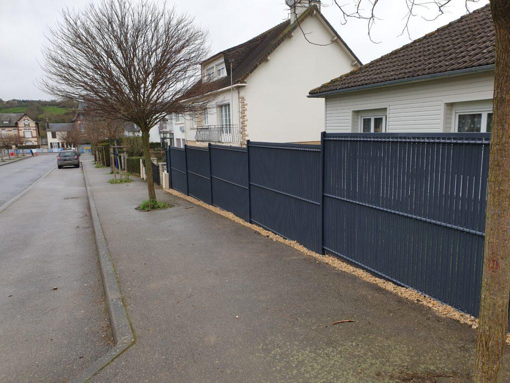 mise en place d'une clôture et d'un portail